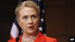 24일 워싱턴 홀로코스트 기념관에서 연설하는 힐러리 클린턴 미 국무장관.