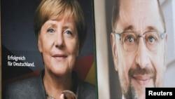 Poster Kanselir Jerman Angela Merkel dan Pemimpin Partai Demokrat Sosial Martin Schulz di Hamburg (foto: ilustrasi).