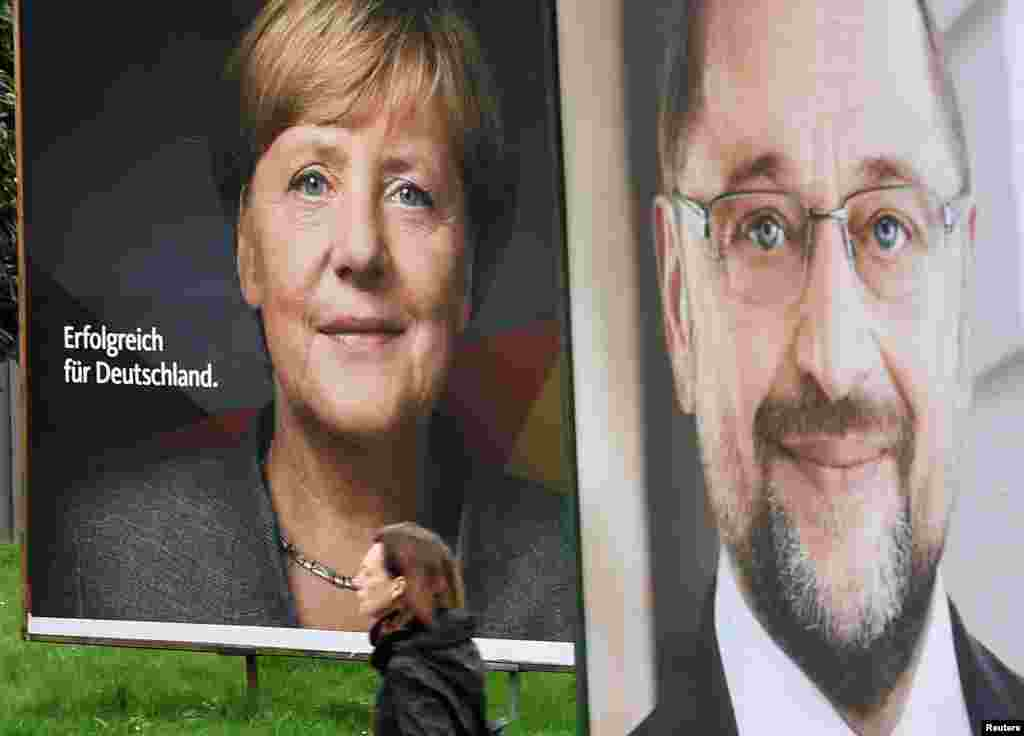 Election posters of German Chancellor Angela Merkel of the Christian Democratic Party CDU and Social Democratic Party SPD leader and top candidate Martin Schulz are seen in Hamburg, Sept. 24, 2017.