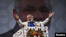 Thủ tướng Ấn Độ Narendra Modi phát biểu trước một đám đông ở Srinagar, 7/11/2015.