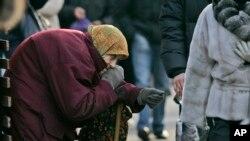 Kiyev rasmiylari so'zlariga ko'ra, 20 milliard dollarga teng oltin zaxirasi hamda 37 milliarddan ziyod kreditlar yo'qolgan.