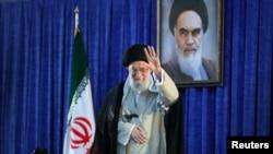 រូបភាពឯកសារ៖ លោក Ayatollah Ali Khamenei មេដឹកនាំកំពូលរបស់អ៊ីរ៉ង់អញ្ជើញមកដល់សម្រាប់សុន្ទរកថាមួយនៅក្នុងក្រុងតេហេរ៉ង់ កាលពីថ្ងៃទី៤ ខែមិថុនា ឆ្នាំ២០១៩។