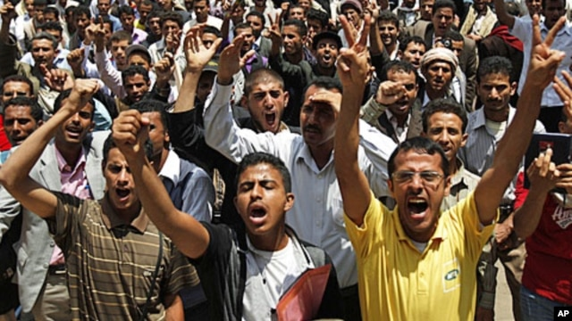 Students shout slogans during protests demanding the resignation of Yemen's President Ali Abdullah Saleh, Sana'a, September 18, 2011.