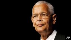 ທ່ານ Julian Bond ປະທານ ອົງການ NAACP ກ່າວຖະແຫລງ ໃນກອງປະຊຸມປະຈຳປີ ຂອງອົງການ ຢູ່ໃນນະຄອນ Detroit, ລັດ Michigan, ວັນທີ 8 ກໍລະກົດ 2007.