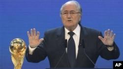 Президент ФИФА Джозеф Блаттер объявляет о том, что Россия проведет чемпионат мира по футболу 2018 года. Цюрих, Швейцария. 2 декабря 2010 г.