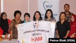 Jaringan Perempuan Peduli HAM merekomendasikan 14 nama yang dianggap layak menjadi Komisioner Komnas HAM, Rabu 2 Agustus 2017 di Surabaya (foto: VOA/Petrus Riski)