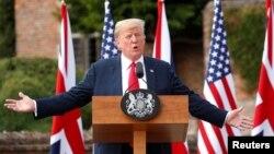Predsednik Donald Tramp na konferenciji za novinare u Britaniji, 13. jul 2018.