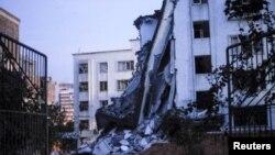 Bangunan yang rusak akibat ledakan di kota Liucheng, provinsi Guangxi, China (30/9).