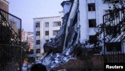 Tòa nhà bị sụp đổ sau các vụ nổ bom ở Liễu Châu, Quảng Tây, Trung Quốc, ngày 30/9/2015.