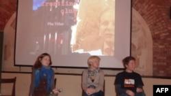 "Презентация фильма ""Постановка революции"". Слева на снимке: автор Альбина Ковалева."