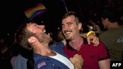 Nju Jorku miraton ligjin për martesat mes personave të të njëjtit seks