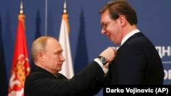 Ruski predsjednik Putin odlikuje Vučića