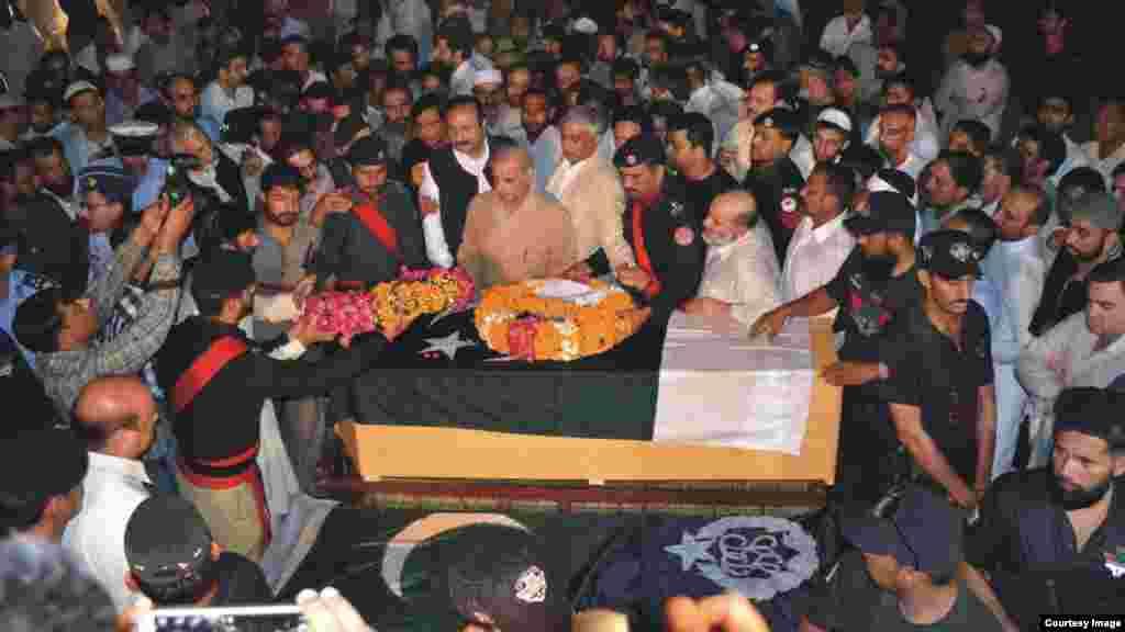 شجاع خانزادہ کی نماز جنازہ کے بعد کا منظر۔