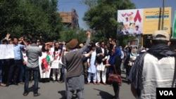 """اعتراض امروز """"جنبش رستاخیز تغییر"""" نسبت به اعتراضات گذشتۀ آنان، به گونۀ صلح آمیز خاتمه یافت."""