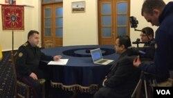 烏克蘭國防部長斯捷潘·波爾托拉克將軍接受美國之音專訪。