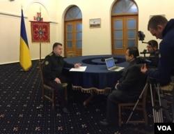 Menteri Pertahanan Ukraina Stepan Poltorak dalam wawancara dengan VOA.