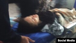 عکسی که از انتقال مریم نقاش زرگران به بیمارستان منتشر شده است