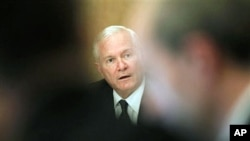 Defense Secretary Robert Gates speaks to reporters in Cairo, Mar 23 2011