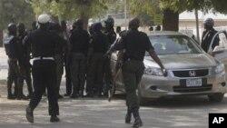Pasukan keamanan Nigeria melakukan penjagaan di tempat yang sering terjadi bentrokan sektarian di Nigeria (foto: dok).