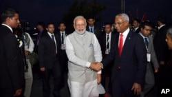 马尔代夫新总统萨利赫在首都马累的总统办公室接待印度总理莫迪。(2018年11月17日)