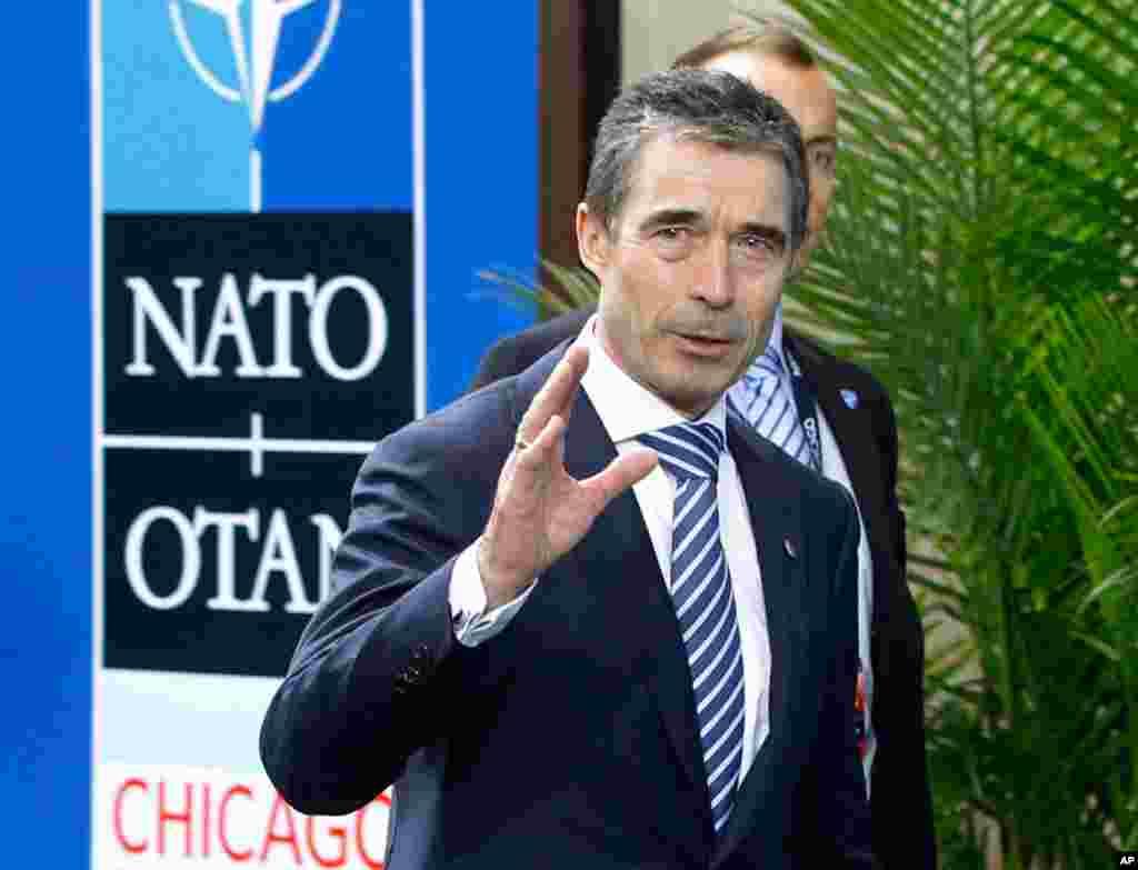 Tổng thư ký NATO Anders Fogh Rasmussen đến dự Hội nghị thượng đỉnh ở Chicago, 21/5/2012. (Reuters)