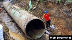 Đường ống số 1 hoàn thành năm 2009, sau 6 năm, ống đã bị vỡ 17 lần khiến cuộc sống của khoảng 70.000 hộ dân thuộc 6 quận nội thành Hà Nội thường xuyên bị ảnh hưởng.