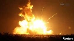 """运载""""天鹅座""""飞船的""""安塔瑞斯""""号火箭刚发射就爆炸了(2014年10月28日)"""