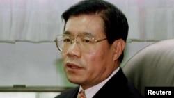被中国监禁了15年的民主人士王炳章的女儿(加拿大公民)在北京机场转机时被短暂拘留