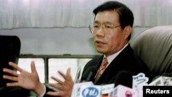 Nhà hoạt động Wang Bingzhang, bố của cô Ti-Anna Wang.