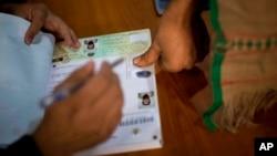۱۶ حمل سال ۱۳۹۳ خورشیدی، روز رای دهی انتخابات ریاست جمهوری و شوراهای ولایتی افغانستان است