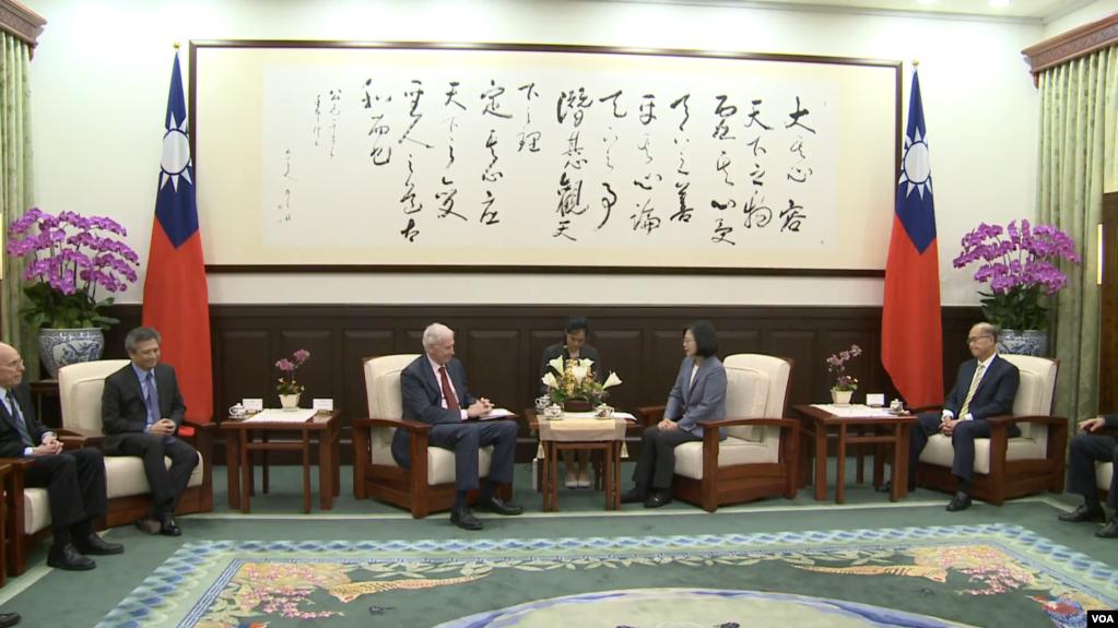 台湾总统蔡英文6月13号在总统府接见美国在台协会主席莫健(台湾总统府提供)