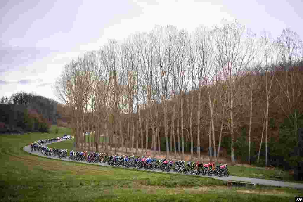 """برگزاری ۷۹مین دور از مسابقات بایسکلرانی """"پاریس - نیس"""" در فرانسه که دارای پنج مرحله است."""