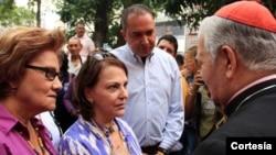 La esposa del detenido alcalde de Caracas, Mitzi Capriles, se reunió con el arzobispo de Caracas, Jorge Urosa