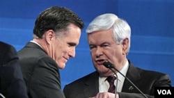 Mantan Gubernur Massachusetts Mitt Romney (kiri) dan mantan Ketua DPR Newt Gingrich bersaing ketat memperebutkan tiket partai Republik untuk pilpres November 2012.
