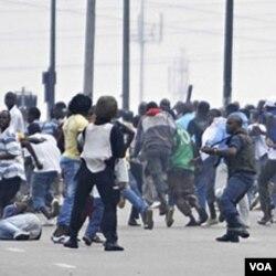 Ouattara menuduh Presiden Gbagbo mempersenjatai pendukungnya untuk menekan gerakan rakyat di Pantai Gading.