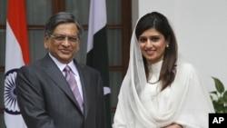 巴基斯坦外长哈尔(左)与印度外长克利希纳7月27日在新德里会晤
