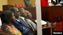 Photo d'archives : l'ex-Première dame ivoirienne Simone Gbagbo, l'ancien Premier ministre Gilbert Ake N'Gbo, le président du FPI Pascal Affi N'Guessan et son vice-président Aboudramane Sangaré, lors de leur procès à Abidjan.