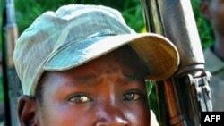 Trẻ em chiếm khoảng 20 phần trăm trong lực lượng chính phủ, nhưng chiếm 80% trong lực lượng nổi dậy Somalia.