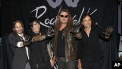 El cuarteto, conformado por Fher Olvera, Alex González, Sergio Vallín y Juan Calleros, en México, en 1986, participó en la conmemoración de la independencia mexicana en Las Vegas.