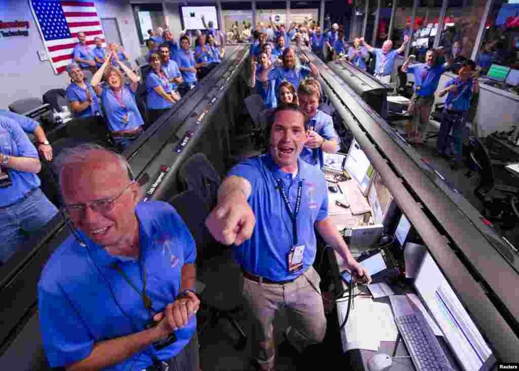 Tim naučnika u američkoj agenciji za istraživanje svemira (NASA) u Pasadeni.