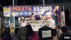 民陣及保衛香港自由聯盟等多個民間團體在政府總部外舉行集會,支持泛民主派提出的彈劾動議