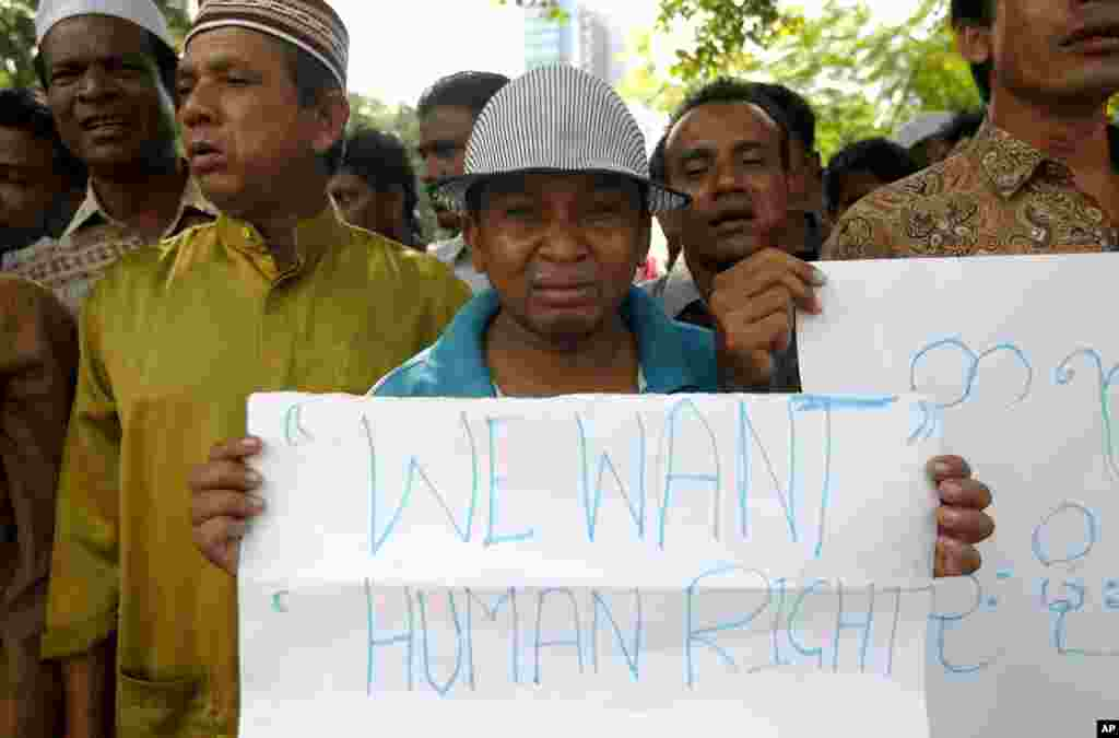 A Rohingya protester cries as he holds a placard during a rally to call for an end to the ongoing unrest and violence in Burma's Rakhine State, in Kuala Lumpur, Malaysia, June 12, 2012.