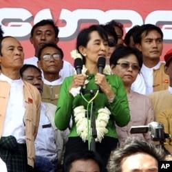 緬甸民主派領袖昂山素姬將參加補選(資料圖片)