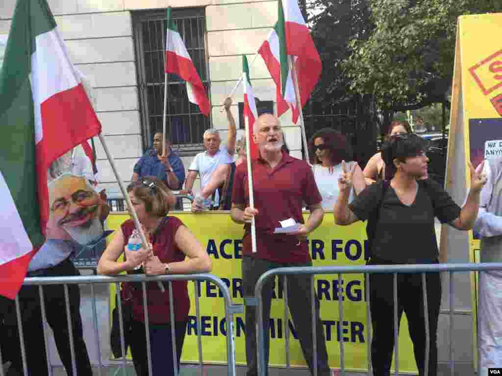 معترضان به سخنرانی وزیر خارجه ایران در نیویورک