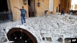 Beyrut'taki patlamada hasar gören bir cami