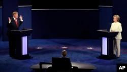 លោកស្រី Hillary Clinton និងលោកDonald Trump ជជែកដេញដោលជាលើកទី៣នៅសាកលវិទ្យាល័យ Nevada ក្រុង Las Vegas កាលពីថ្ងៃទី១៩ ខែតុលា ឆ្នាំ២០១៦។