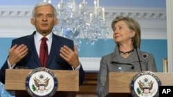 US Secretary of State Hillary Clinton and European Parliament President Jerzy Buzek hold a joint press conference following a bilateral meeting at the State Department in Washington, DC, 27 April 2010