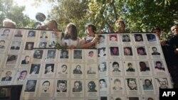 Članovi Udruženja žena sa Kosova i Metohije obeležili su Medjunarodni dan nestalih u centru Beograda.