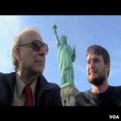 Autori filma ispod Statue slobode u New Yorku