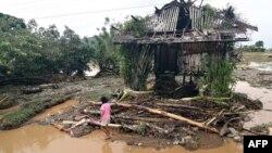 Rumah warga di Jaboanga, provinsi Agusan del Sur, Mindanao, Filipina rusak pasca dilanda banjir akibat badai Sanba di Filipina, Selasa (13/2).